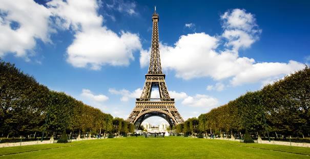 Francia: riaprono Disneyland Paris e la Torre Eiffel